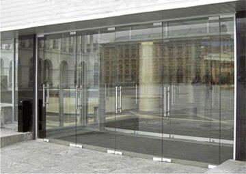 vxodnye-steklyannye-dveri