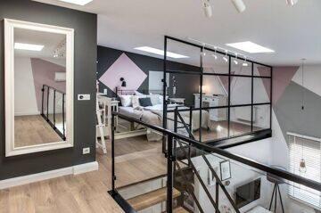 loft-scandinave-deco-industriel-chambre-avec-verriere-atelier