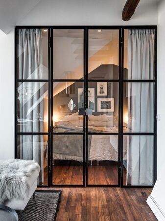 penthouse-arkiv-the-marble-fox-black-glass-wall-in-scandinavian-hemrum-se-alexanderwhite-henriknero_interior-penthouse-glass_interior-design_restaurant-interior-design-free-software-bedroom-home-new-y_797x1063