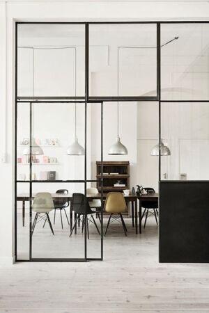 cuisine-avec-verrière-intérieure-ambiance-loft-design-scandianve