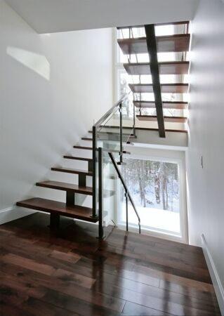 central_stringer_stair_glass_railling@726f726